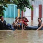 Команды радиолюбителей помогают поражённой циклоном Индии
